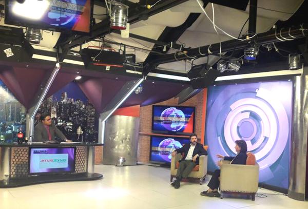 Entrevistados por Juan Carlos Arana en su 'Late Night' Postdata, en Cadena A TV.