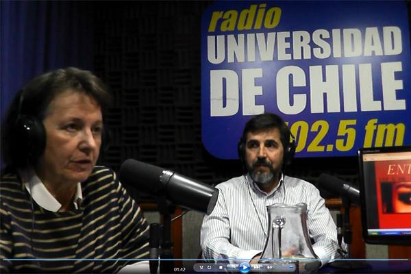 Entrevista en directo en el programa 'Entre tú y yo' con Teresa Martinic, en Radio Universidad de Chile, Santiago de Chile.