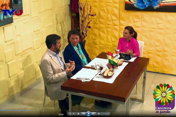 Entrevistados en directo por Casimira Lema en su 'Magazine' Casimira en Familia, en TVU La Paz.