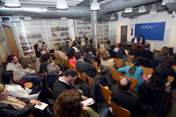 Conferencia en el Centro Cultural de España en Montevideo, Uruguay.