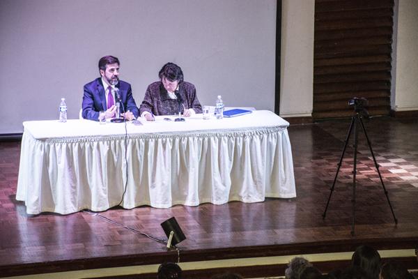 Conferencia en el Auditorio del Palacio de Comunicaciones de La Paz, Bolivia