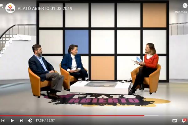 """Entrevistados en directo en """"Plató Abierto"""" por María Díaz, de TV Vigo, con motivo de la Conferencia en Vigo de la Gira España 2019."""