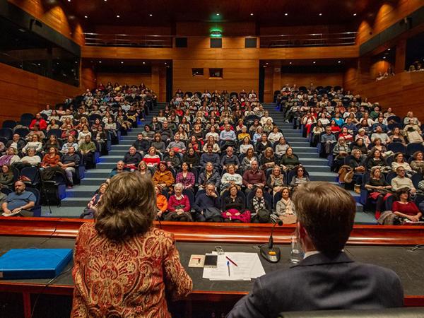 Conferencia en el Auditorio de Afundación en Vigo, en la Gira España marzo/abril 2019.